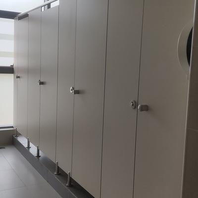 创意广州弧型卫生间隔断异型隔墙板厕所隔断板公共卫生间