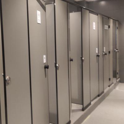 广州创意弧型卫生间隔断异型隔墙板厕所隔断板公共卫生间
